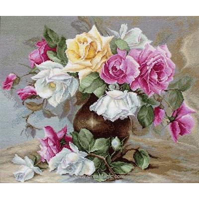 Trio de roses en vase point de croix de Luca-S à broder