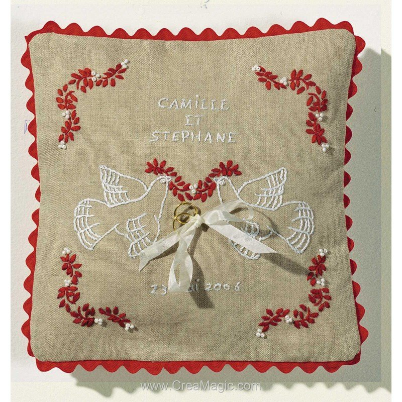 Broderie Traditionnelle Coussin Mariage Colombes