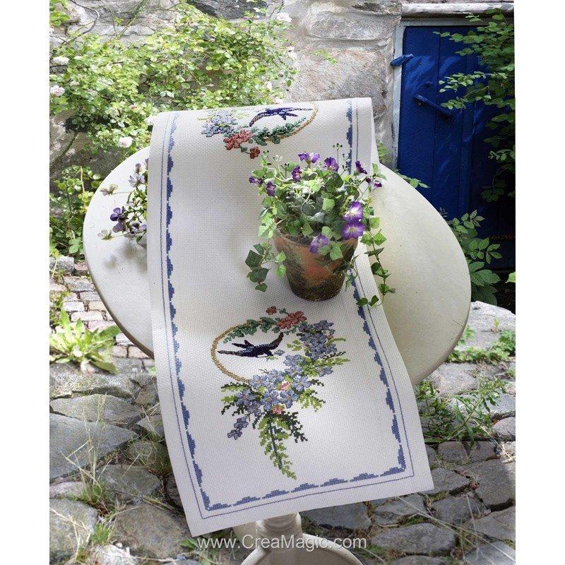 kit chemin de table brid and blue flowers runner broder anchor 9240000 3103. Black Bedroom Furniture Sets. Home Design Ideas