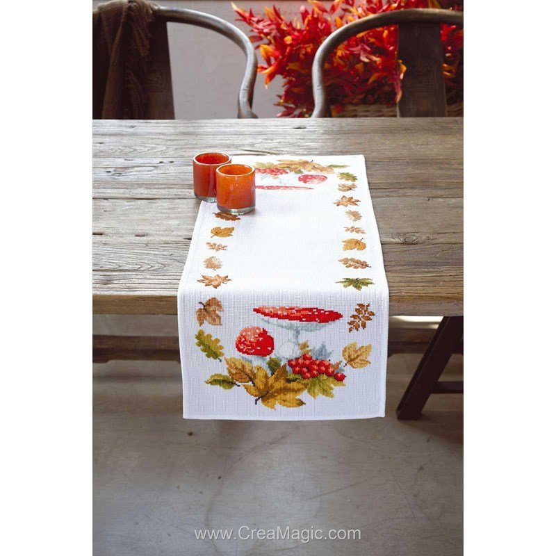 chemin de table en kit vervaco broder agarics et feuilles. Black Bedroom Furniture Sets. Home Design Ideas