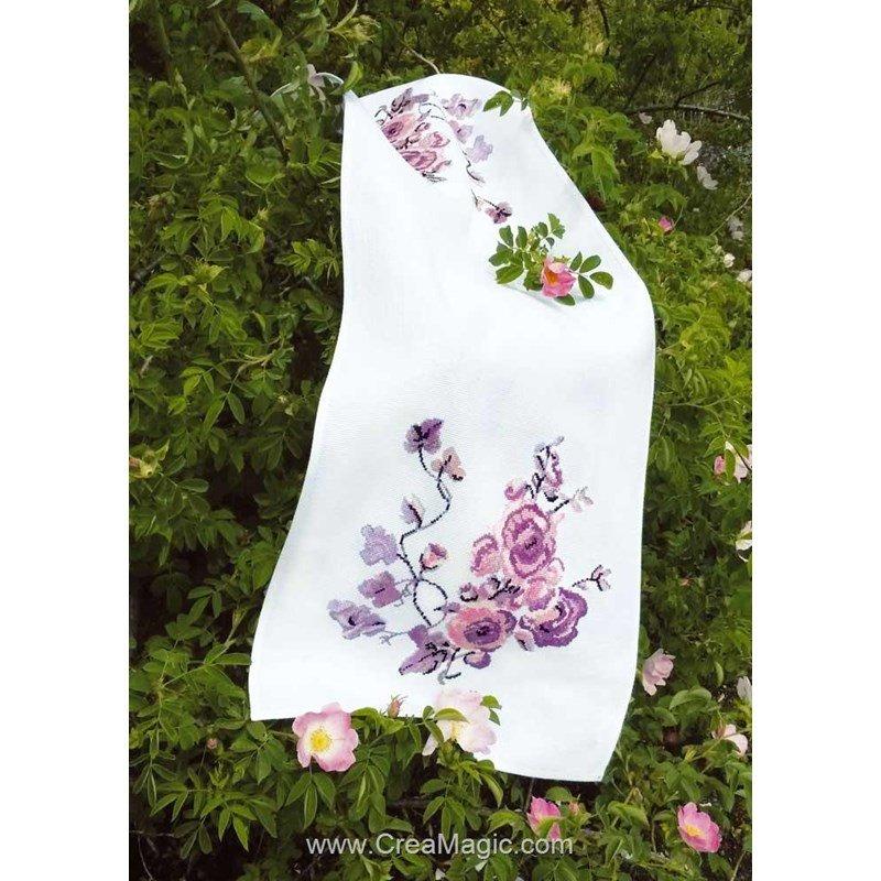 kit chemin de table fleurs violettes broder luc cr ation. Black Bedroom Furniture Sets. Home Design Ideas