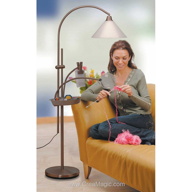Lampe prestige sur pied antique tête orientable E21098 01 chez Daylight