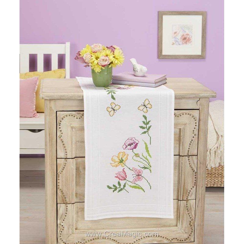 chemin de table fleurs coup es blanche en broderie traditionnelle duftin. Black Bedroom Furniture Sets. Home Design Ideas