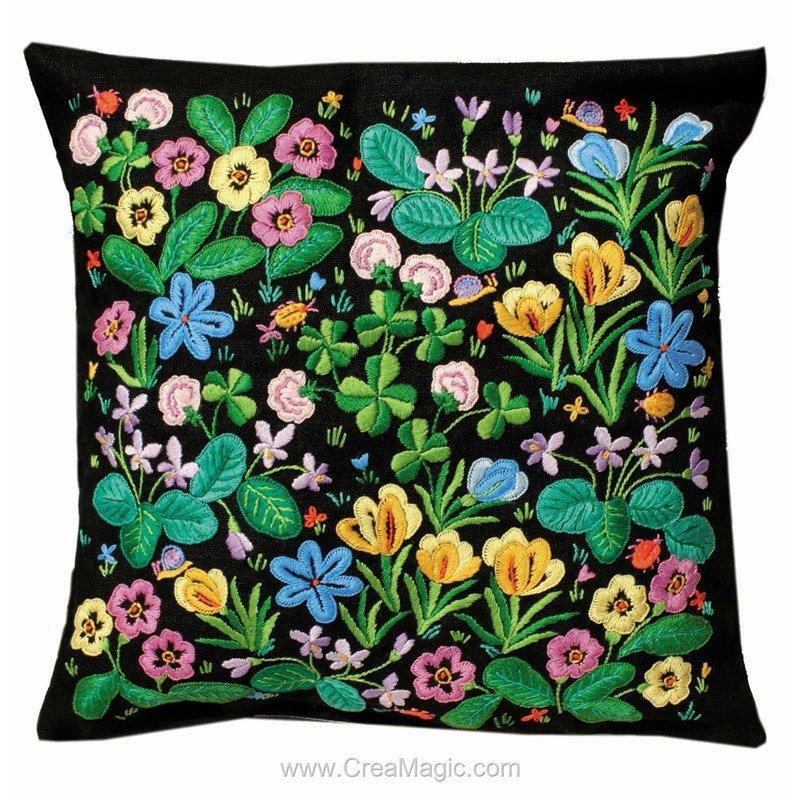 kit coussin princesse champ de fleurs broder en broderie. Black Bedroom Furniture Sets. Home Design Ideas
