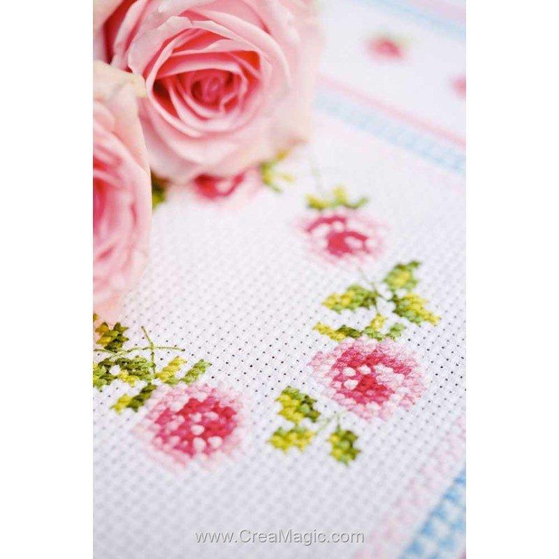 Chemin de table en kit cœur de roses à broder de Vervaco