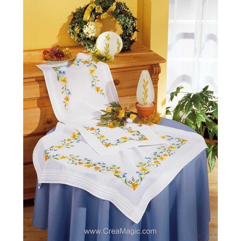 Kit chemin de table bordure de fleurs en broderie traditionnelle de vervaco 2290 2131 - Chemin de table lavande ...