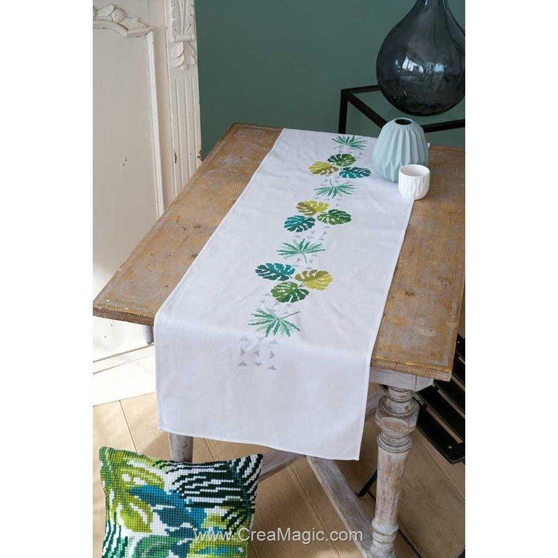 Chemin de table au point de croix imprimé Vervaco à broder en broderie traditionnelle feuilles ...