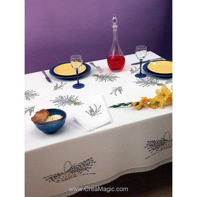 Serviette imprimée Brins de lavande bordée de dentelle Dim 50x50 cm à broder en broderie traditionnelle - Luc Création
