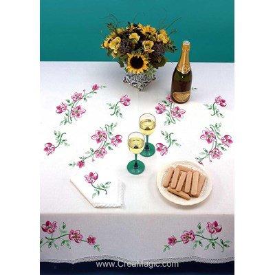 Serviette imprimée Brins fleuris bordée de dentelle Dim 50x50 cm à broder en broderie traditionnelle - Luc Création