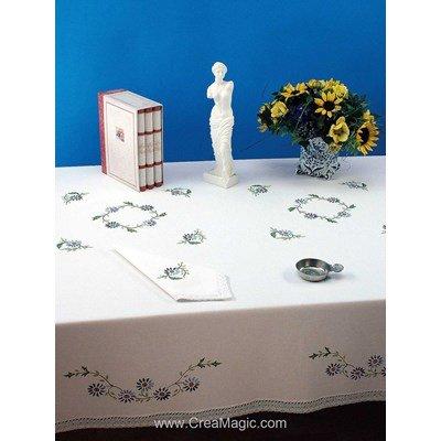 Serviette imprimée Jardin fleuri bordée de dentelle Dim 50x50 cm à broder en broderie traditionnelle - Luc Création