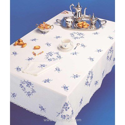 Serviette imprimée Petites fleures bleues bordée de dentelle Dim 50x50 cm à broder en broderie traditionnelle - Luc Création