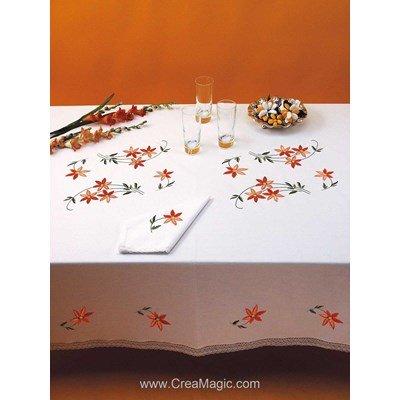 Serviette imprimée Petites fleurs bordée de dentelle Dim 50x50 cm à broder en broderie traditionnelle - Luc Création