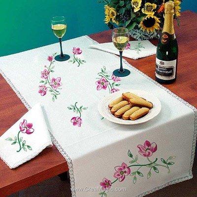 Vis à vis Brins Fleuris Avec 2 serviettes assorties à broder en broderie traditionnelle - Luc Création