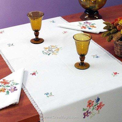 Vis à vis Fleurs Multicolore Avec 2 serviettes assorties à broder en broderie traditionnelle - Luc Création