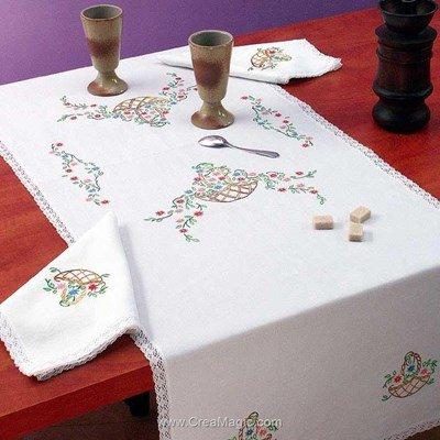 Vis à vis Panier fleuri Avec 2 serviettes assorties à broder en broderie traditionnelle - Luc Création